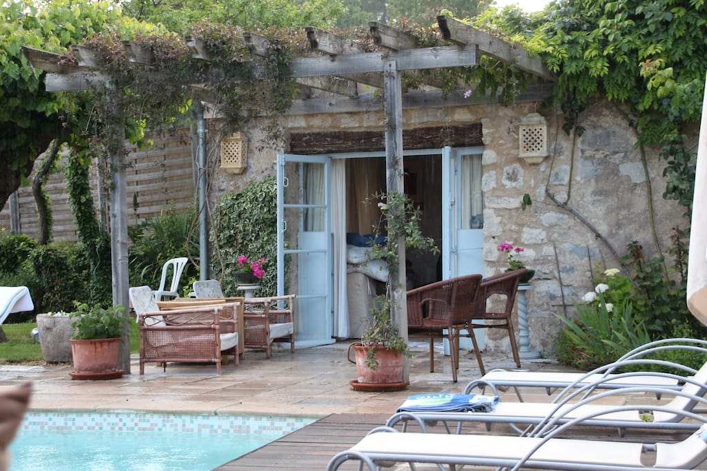 Pool house (Petite Maison) with twin bedroom