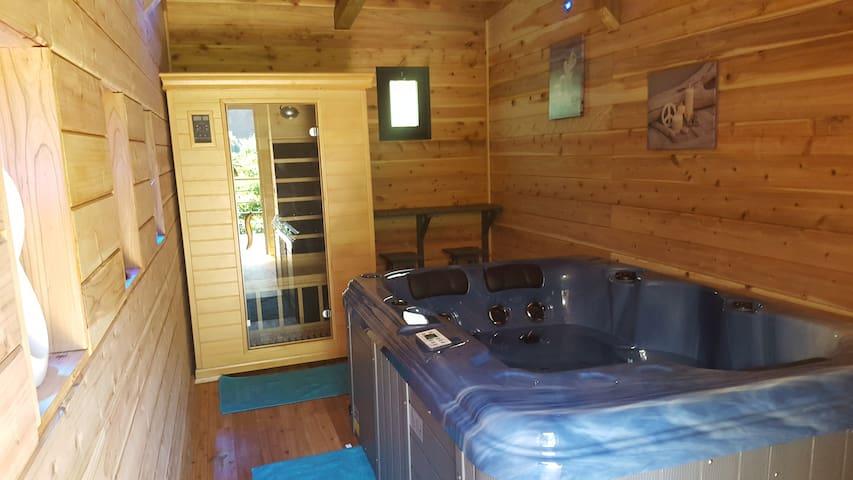 Salle de détente sauna plus jaccuzi