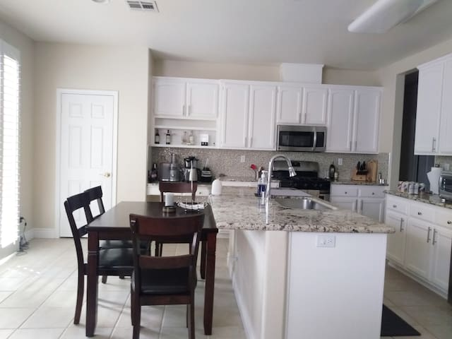 Welcome Home to 1BR/1BA Retreat - upstairs room