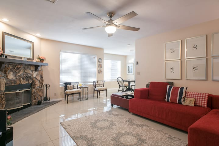 LOVELY TOWN HOME WITH GARAGE QUICK ACCESS TO STRIP
