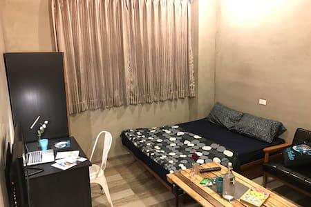 A 台北車站、中山站步行距離、工業風裝潢特大空間設備一應俱全。 - Datong District - Appartement