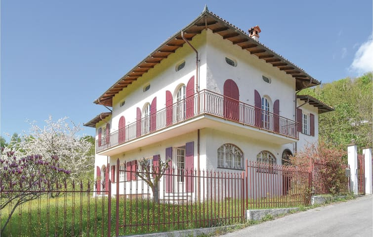Holiday cottage with 5 bedrooms on 240m² in Garessio