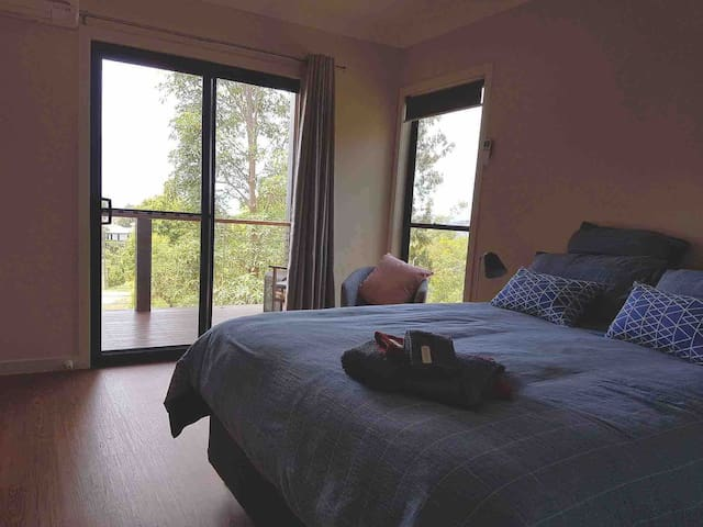 Main bedroom with queen bed
