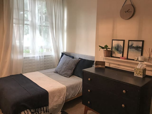 Central stylish flat close to river and parks