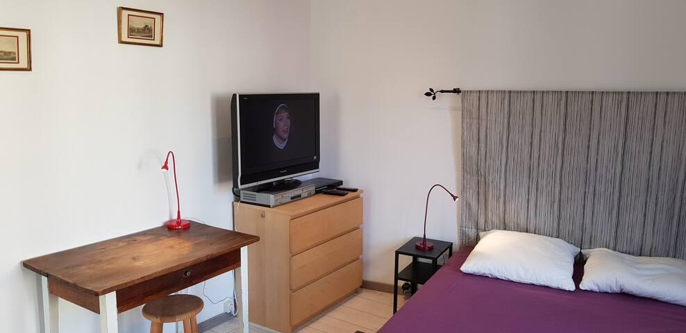 Chambre 2, coin video
