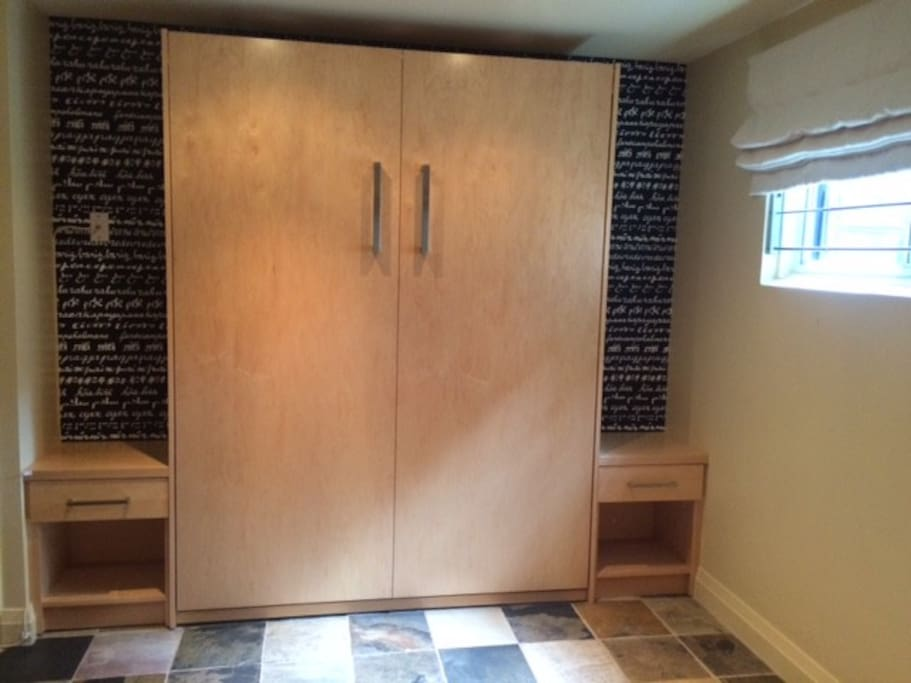 Murphy Bed, Closed