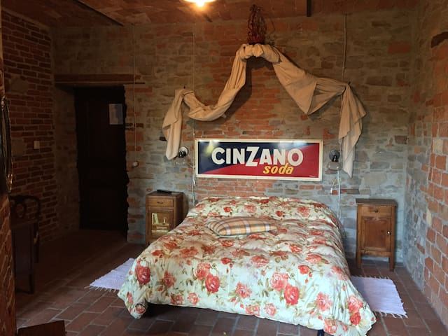 Osteria del Maiale Pezzato camera 4 - Sinio - Bed & Breakfast
