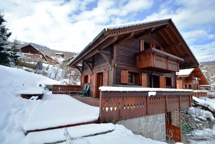 Beautiful chalet in the Three Valleys, French Alps - Les Allues  - House