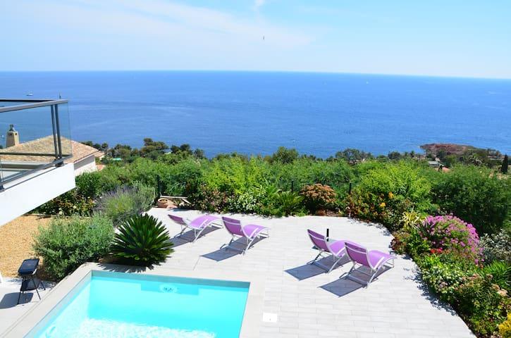 Vue mer exceptionnelle et piscine chauffée