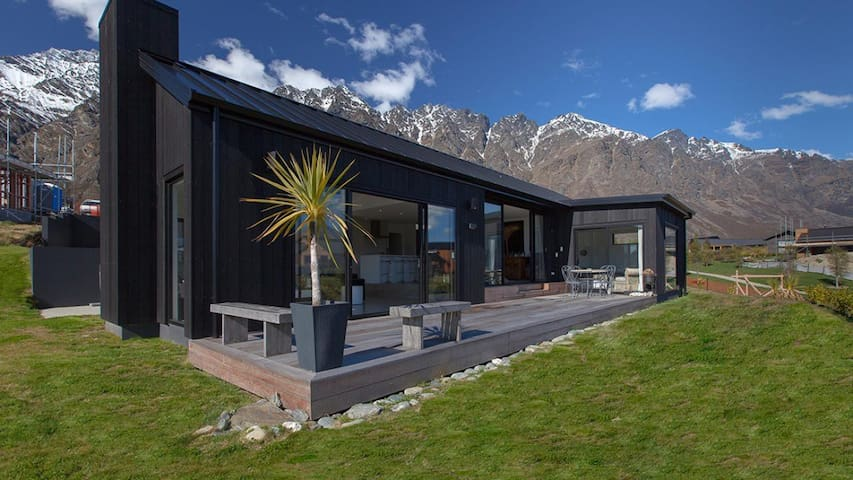 Private Wing Retreat - Kawarau Falls - Huis
