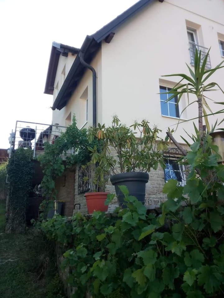 Nettes EZ in ruhig gelegenen Einfamilienhaus
