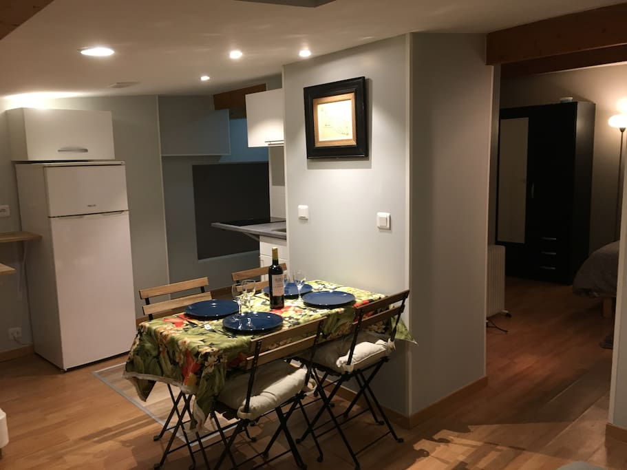 Flat of 24sqm renovated 2018 fully equipped for 3 pers, 2 beds (1 queen size + 1 single bed), with your own toilets and individual shower. Kitchen, Internet & heating