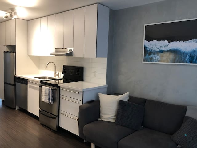 Chic, modern apartment in the heart of Gastown