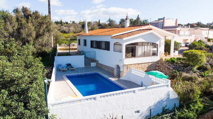 Villa Vista Alegre - Villa With Pool, Walking Distance to Amenities & 3km From Beach