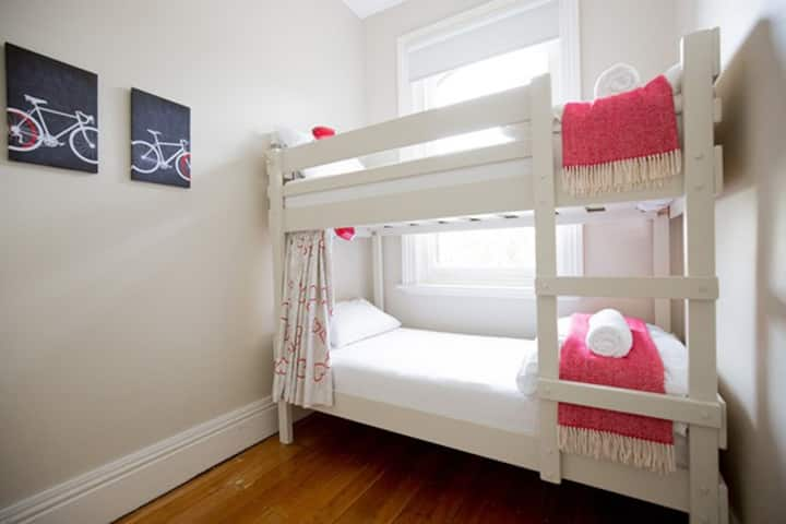 Montacute Boutique Bunkhouse - private 2-bed bunk