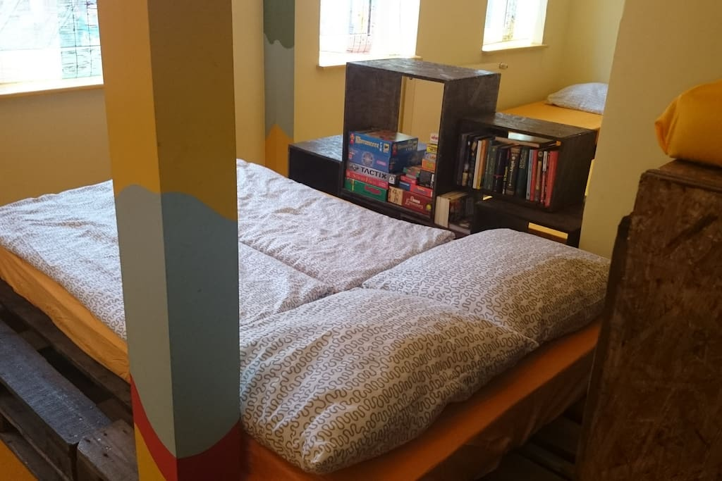 2 Schlafplätze auf einer Matratze 1,40 m.
