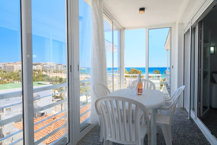 NICE APARTMENT LOCATED IN A FIRST SEA LINE AND IN THE CENTRE OF SALOU WITH SEA VIEW  S104-007 ALEXIS