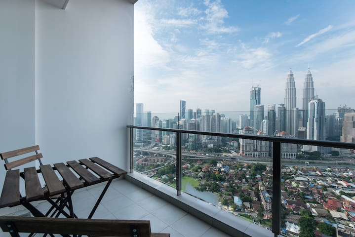 Spectacular View 37th Floor 2 Bedroom 100mbps WiFi