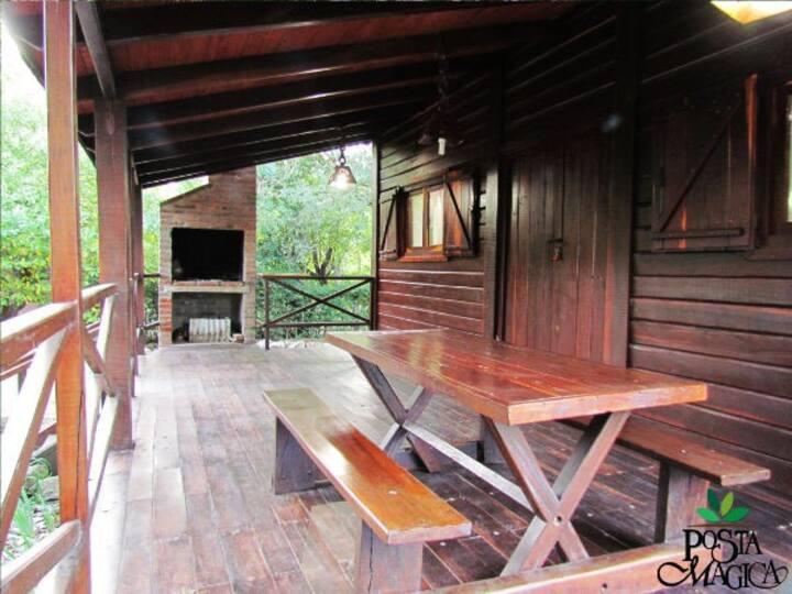 Cabaña de madera a media cuadra del río