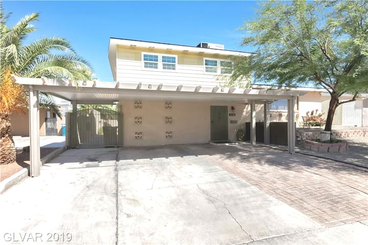 Huge  home, near casinos, downtown & freeways