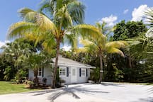 TROPICAL KEY WEST STYLE VILLA WITH POOL