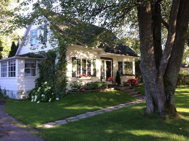cottage anglais un étage et demi - Saguenay - House