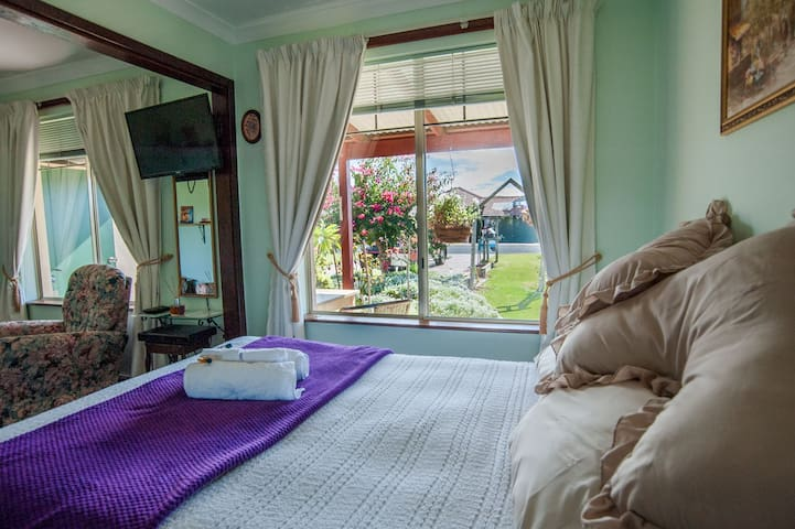 Busselton Marina Bed n Breakfast 1
