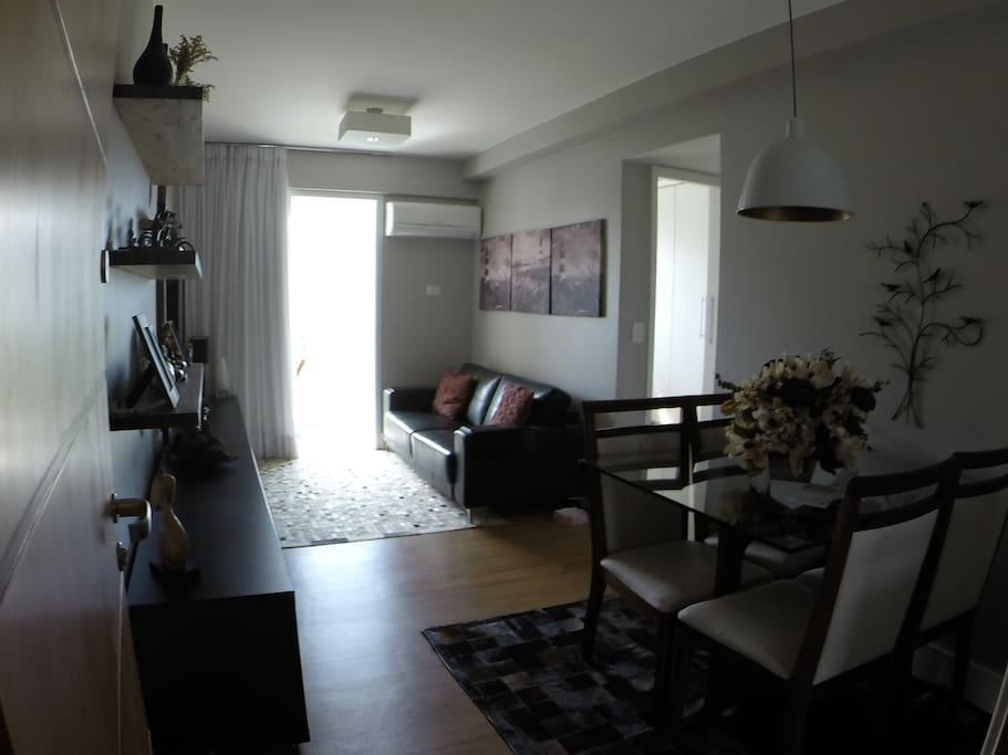 Living Room, View fom the entrance - Sala de Estar, Visão da entrada