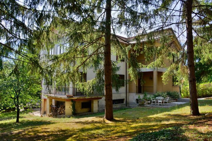 villa immersa nel verde in centro Castel di Sangro
