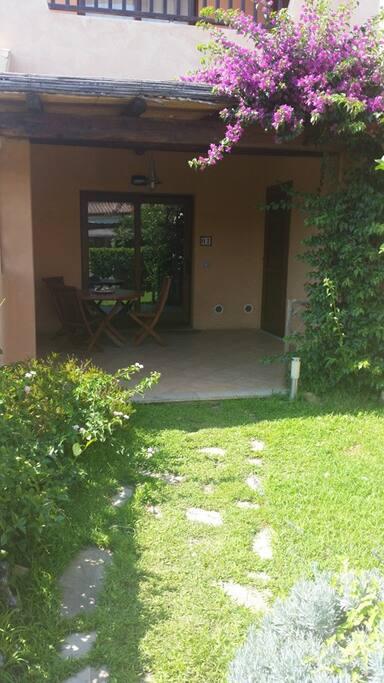 giardino anteriore - front garden