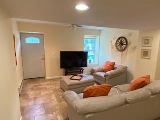Entire new apartment getaway w/pool in Monroe NJ