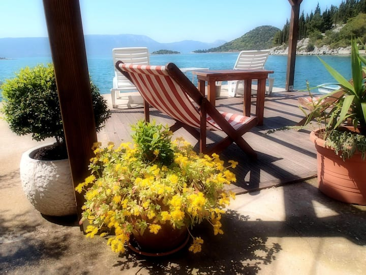 One bedroom Apartment, 30m from city center, beachfront in Blace (Opuzen), Terrace