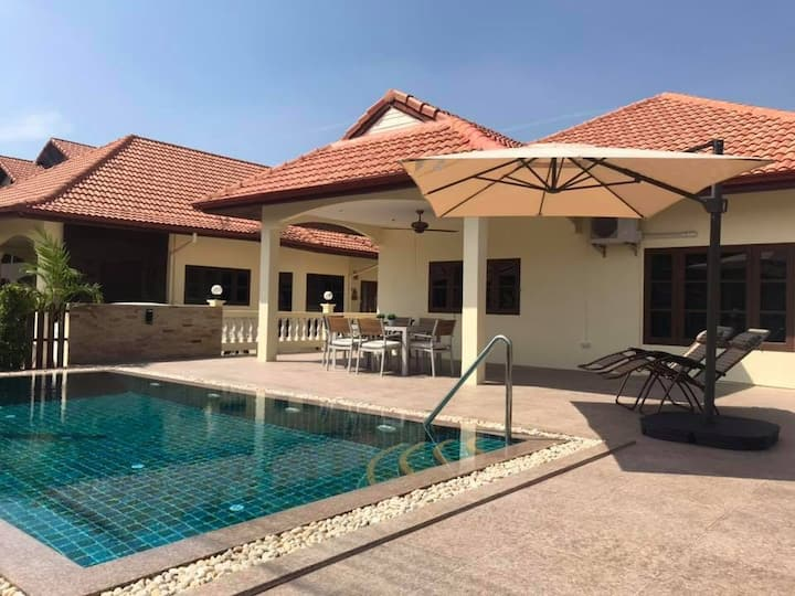 Villa with 4 bedrooms and brand new swimmingpool.