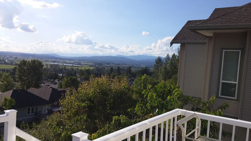 Private Room W/ Beautiful View - Abbotsford - Talo