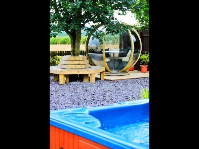 Scottish  cottage with Hot Tub - By Glenrothes - House