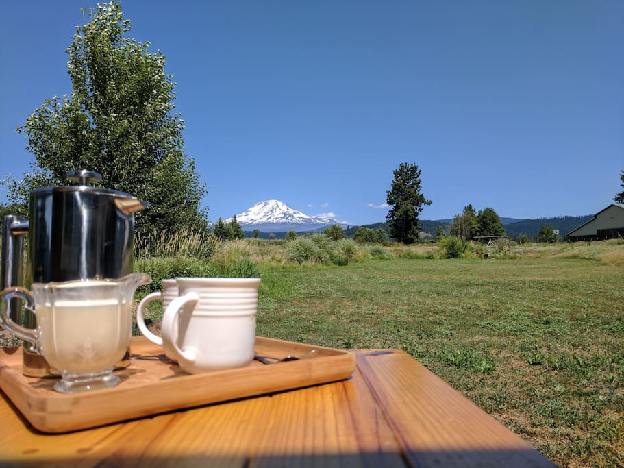 Organic morning coffee or tea with a view! Sit outside or inside and enjoy your beverage with cream, local raw milk, honey from the farm or coconut sugar. All organic.