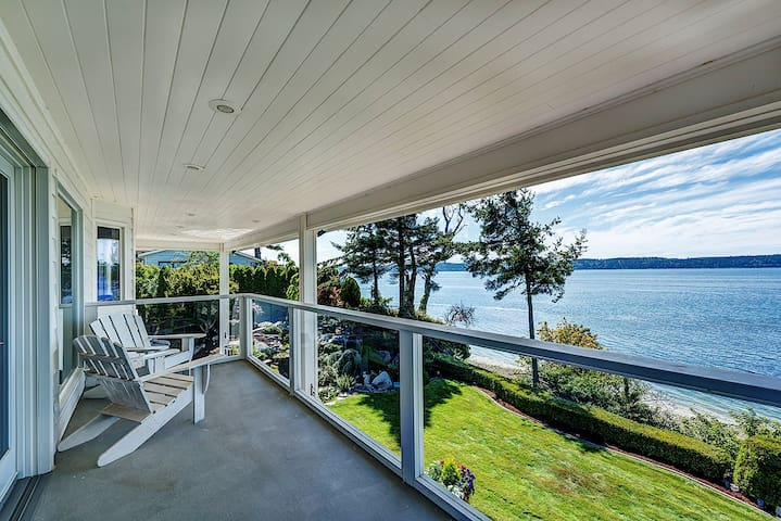 Magnificent 5000 sq ft Waterfront Georgian Estate - Camano Island - Bed & Breakfast