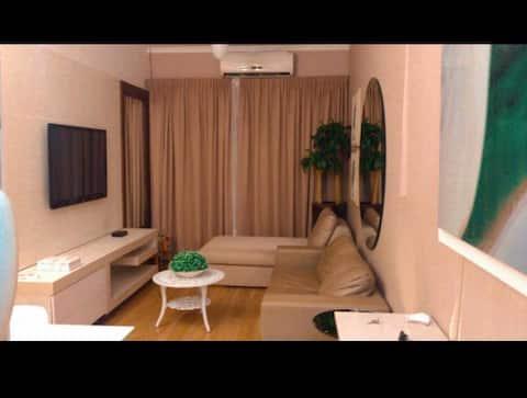 Apto Luxo mobiliado e decorado 2 qtos.