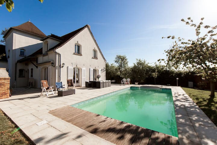 Charming Family Villa near Paris - Medan - Dům