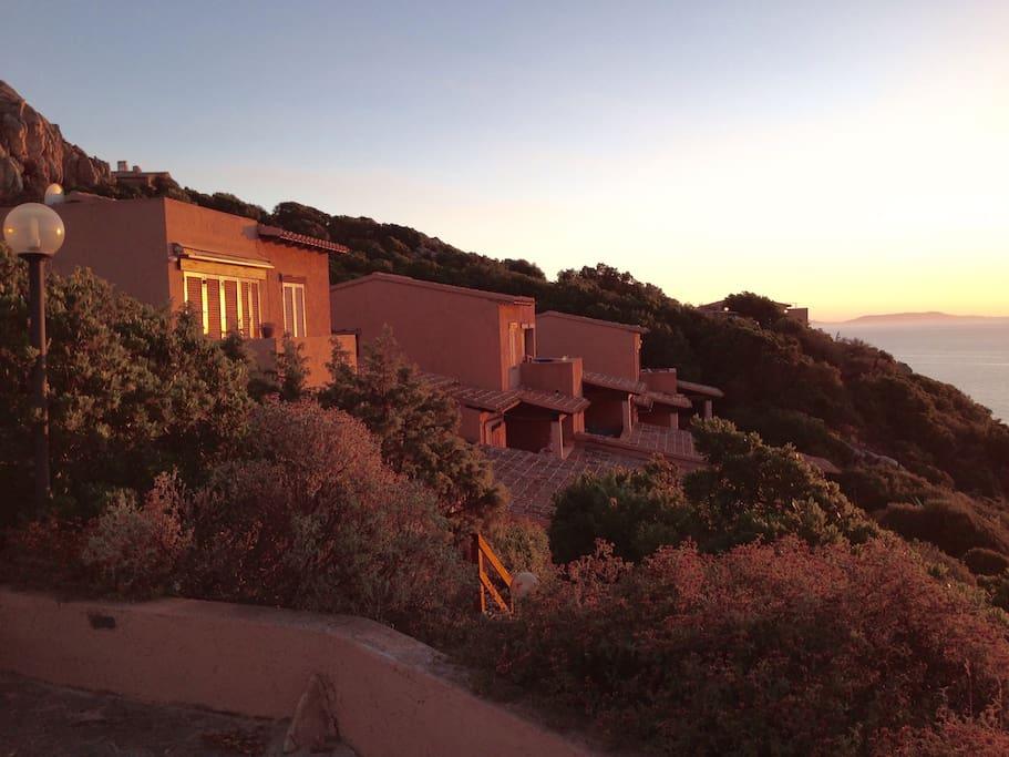 La casa al tramonto