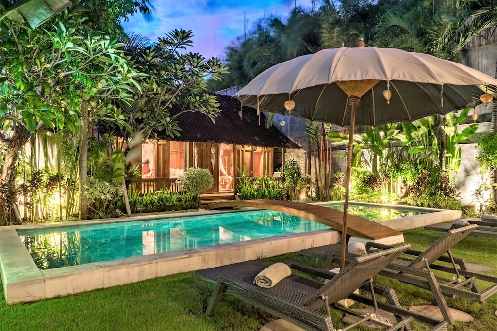 charmante villa joglo auf oberoi villen zur miete in seminyak bali indonesien. Black Bedroom Furniture Sets. Home Design Ideas