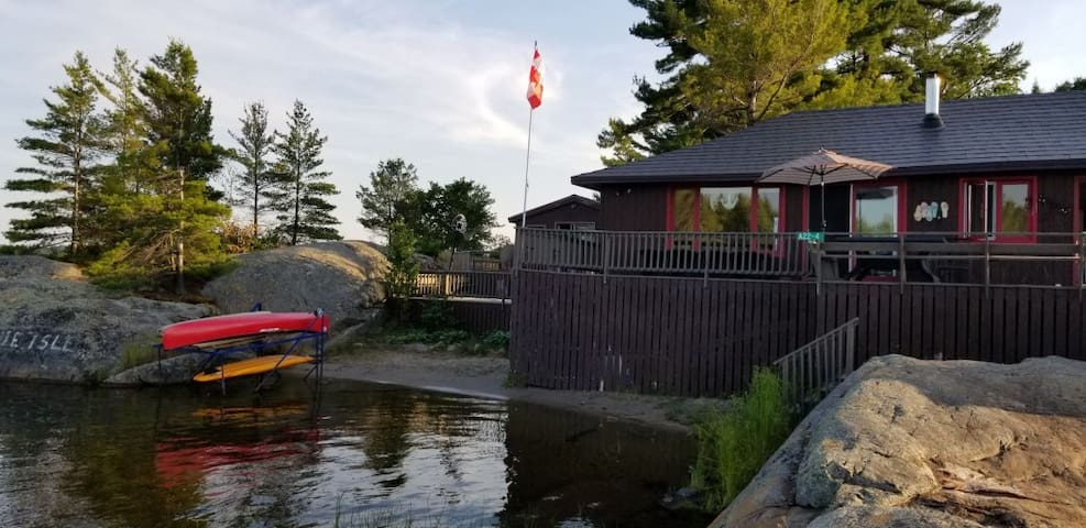 Georgian Bay Bonnie Isl. Cottage plus full bunkie