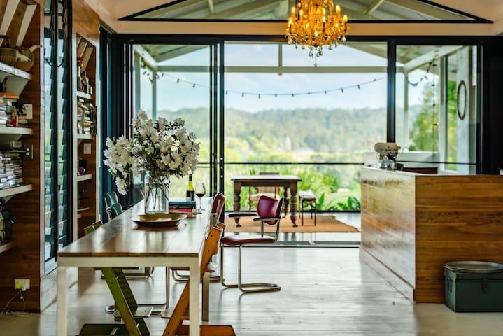 art + architecture : hilltop retreat bellingen