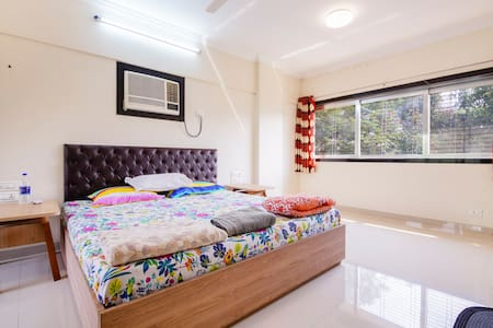 Private double room at Hill Road, Bandra West
