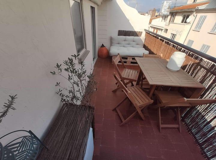 Petit appartement terrasse à proximité du port