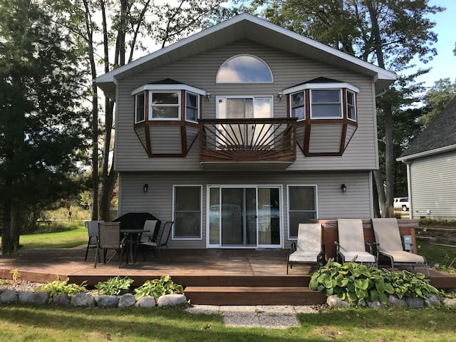 Crazy Loon LAKEFRONT Cottage All-Sports LakeGeorge