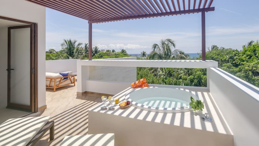 Stunning Caribbean Sea View 3BR-Rooftop & Jacuzzi!