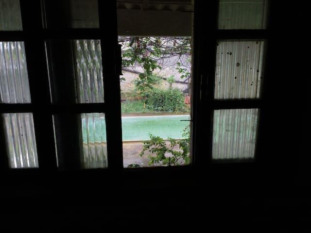 9m² quarto em Unamar dentro de condomínio