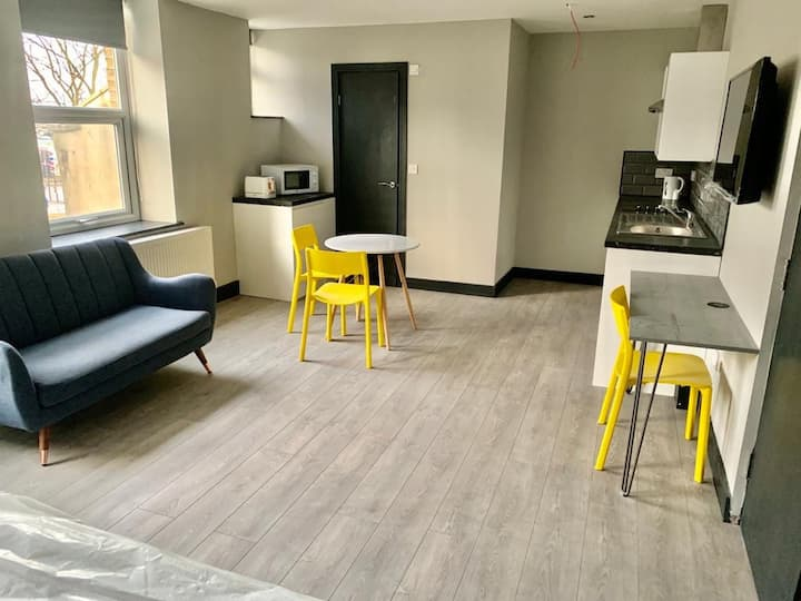 City centre apartment with homely comforts!