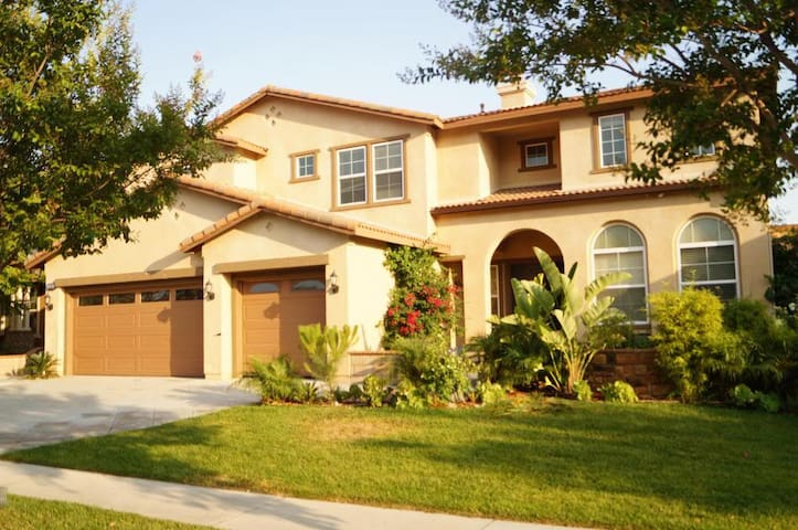 6 bedroom/3.5 bath Huge&Cozy House in Safe Area! - Rancho Cucamonga - Casa